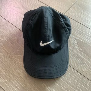 NWOT Women's Nike Dri Fit Featherlight Hat Black
